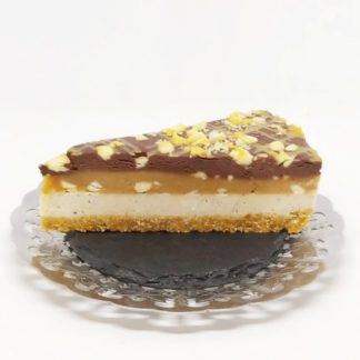 Tort Snickers Premium Raw Vegan este un produs de post, raw vegan.
