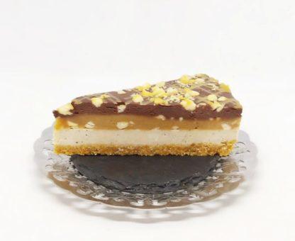 Tort Snickers Premium Raw Vegan este un produs de post, raw vegan.
