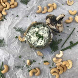 Cremă de brânză din caju cu verdeață